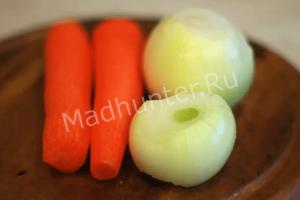 чистим лук и морковь-min