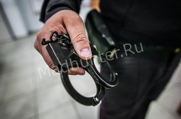 Полицейский - вор капитан полиции воровал конфискованную красную икру
