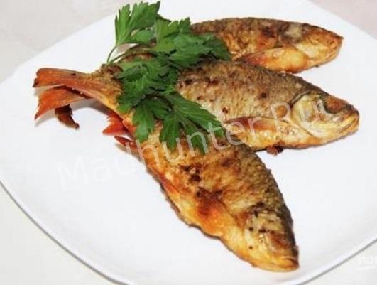 жареная речная рыба красноперка и сопа