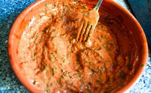 Голец, запеченный в кляре из томата