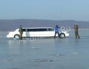 На приморском льду, что только не увидишь то «Прадо», то «Лимузин»