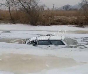 Рыбаки на чужих ошибках не учатся: рыбак утопил свое авто