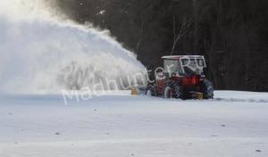 Рыбалка на тракторе оказалась неудачной: тяжеловес провалился под лед
