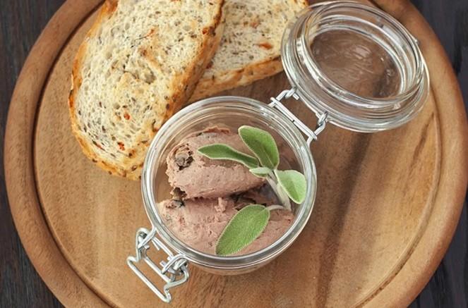 Домашний паштет из мяса дикого кабана и грибов