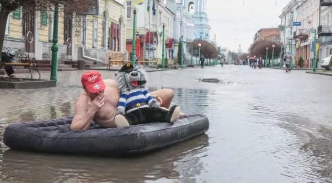 Белгородские рыбаки занялись самым необычным видом рыбалки