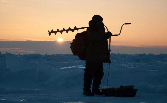 Почему рыбаки не боятся выходить рыбачить на тонкий лед?