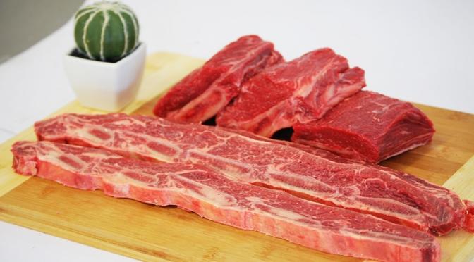 Рулет из мяса лани запеченный на гриле с соусом барбекю
