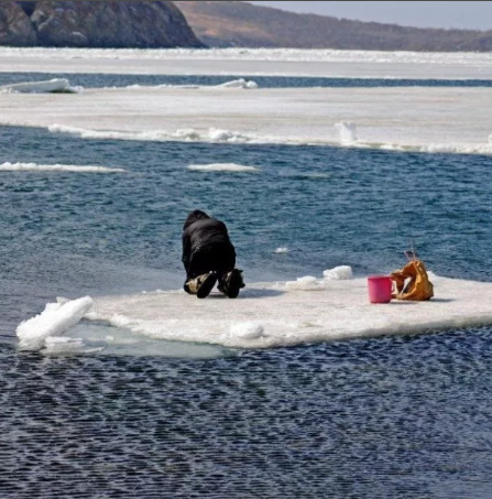 Во время рыбалке на Каме льдина с рыбаком ушла в свободное плавание