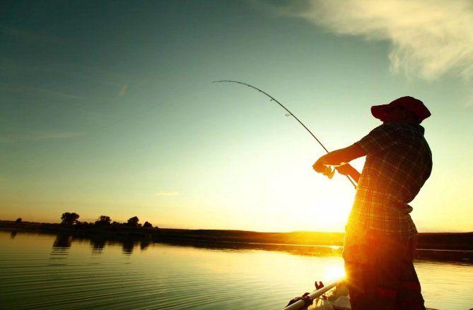 В чем отличие настоящего рыбка от рыболова?