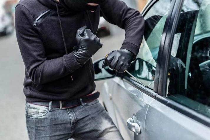 Чтобы съездить на рыбалку, мужчине пришлось украсть автомобиль