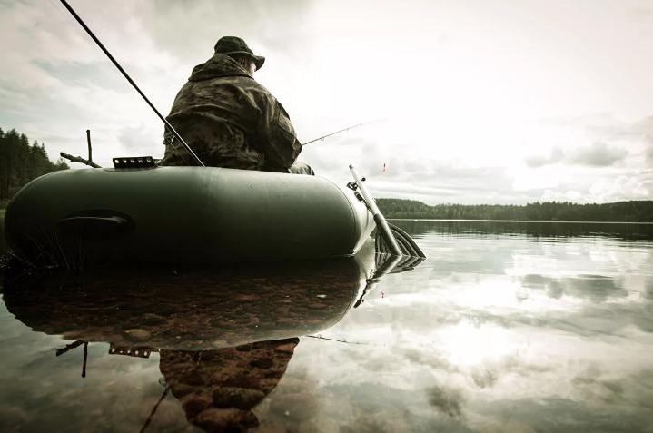 Рыбаки в нетрезвом состоянии застряли на середине реки