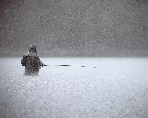 Рыбака поразило разрядом электричества: мужчина погиб