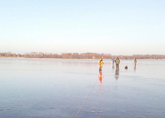 Четыре рыбака оказались на оторвавшейся льдине