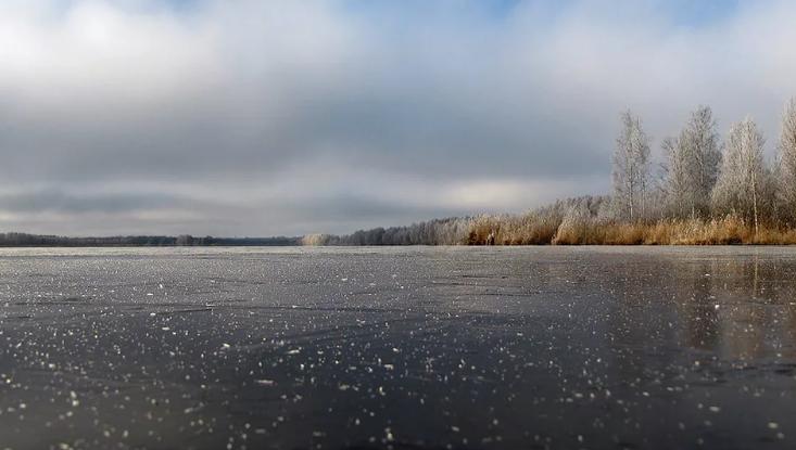 Пермские рыбаки рискуют жизнью, выходя на неокрепший лед