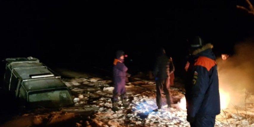Микроавтобус с рыбаками провалился под лед в Приморском крае