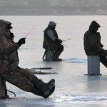 Рыбаки совсем не страшатся льда, от этого жертв рыбалки все больше