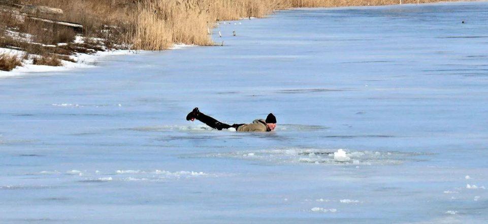 Рыбалка в Астрахани стала чрезвычайно опасной для жизни рыбаков