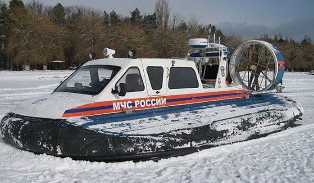 Татарстанские рыбаки оказались отрезаны от цивилизации оторвавшейся льдиной