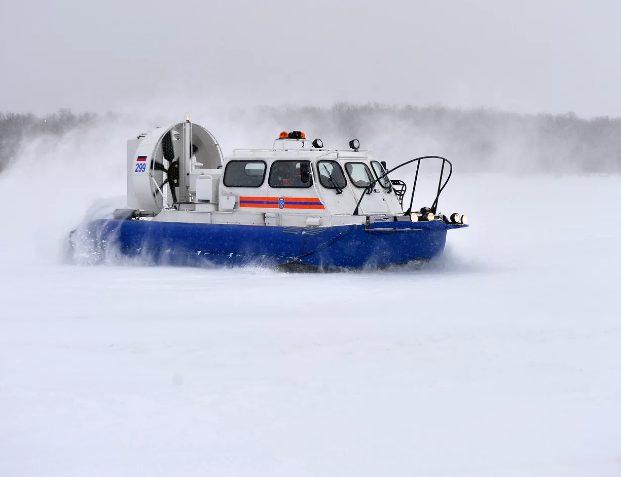 Около трехсот рыбаков сняли с дрейфующей в море льдине