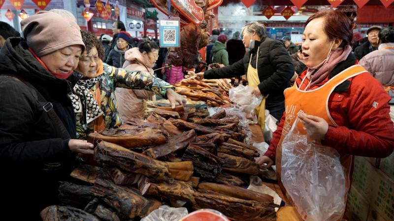 В Ухане запретили охотиться на диких животных и продавать их мясо