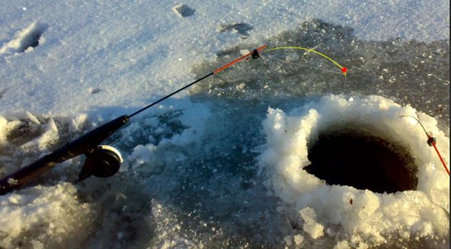 Лед в Подмосковье все еще не предполагает рыбалку
