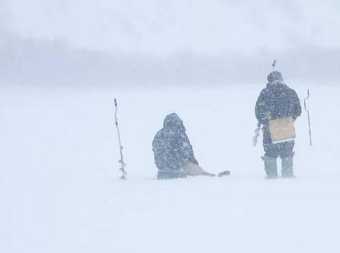 Рыбаков из Новосибирска искали с сигнальными огнями в метель
