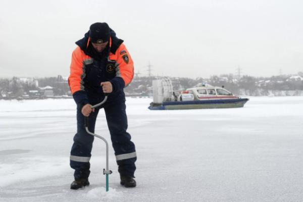 Курский лед: инспекторы измерили толщину покрытий на водоемах
