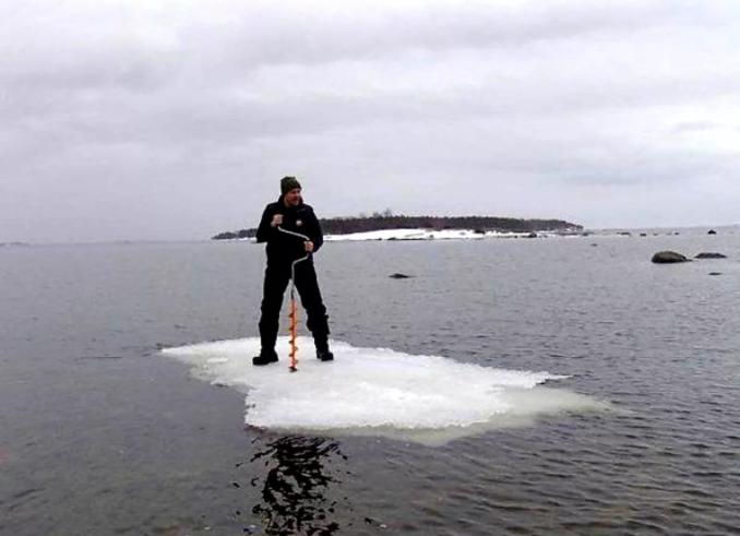 Рыбак отправился в путешествие на отколовшейся льдине