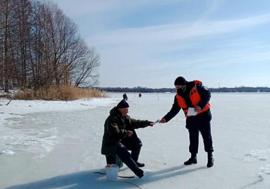 «Подледная рыбалка уже должна завершаться» - призывают спасатели жителей Подмосковья