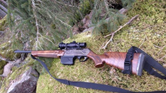 Охотник, подготавливаясь к охоте, выстрелил в ногу супруге