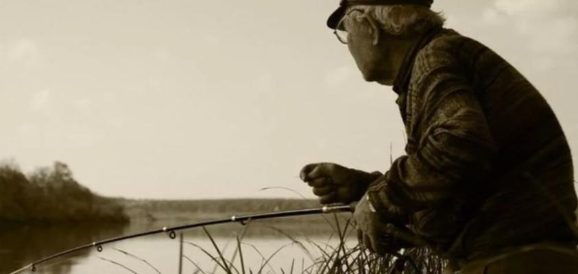 82-летний рыбак с необитаемого острова вновь живет с людьми
